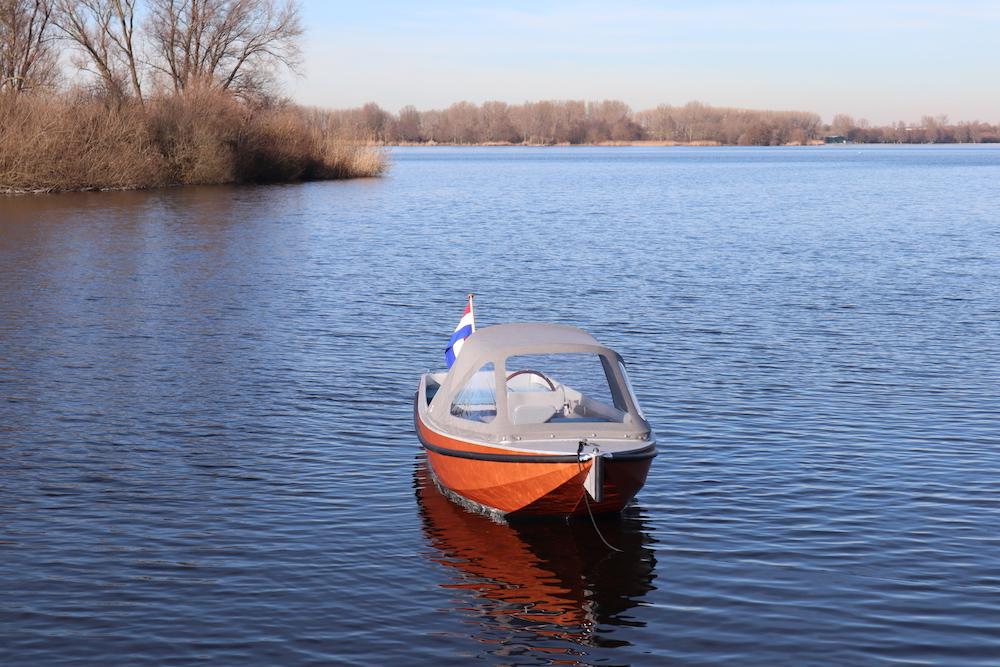 Een elektrische boot en ideale huurboot