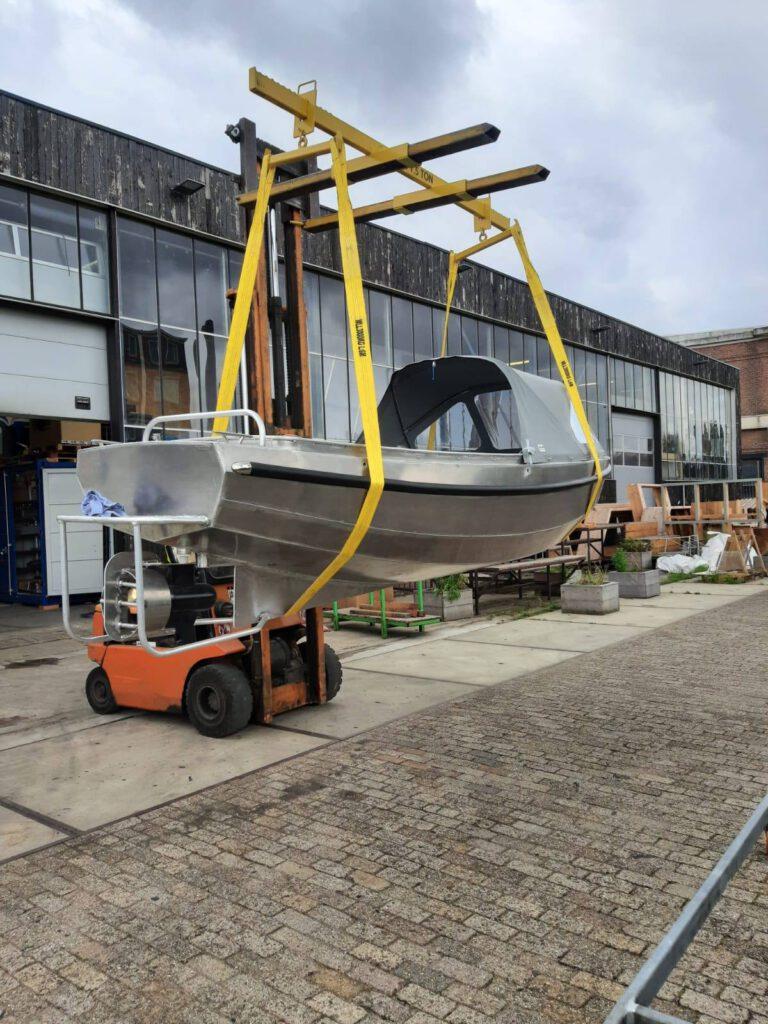 Elektrische boot van Taurus met een POD-motor